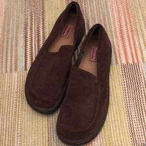 Simple brown suede shoes size 10 great cond